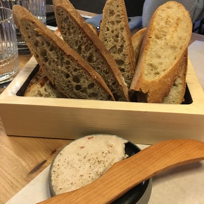 Французский хлеб с копченым салом