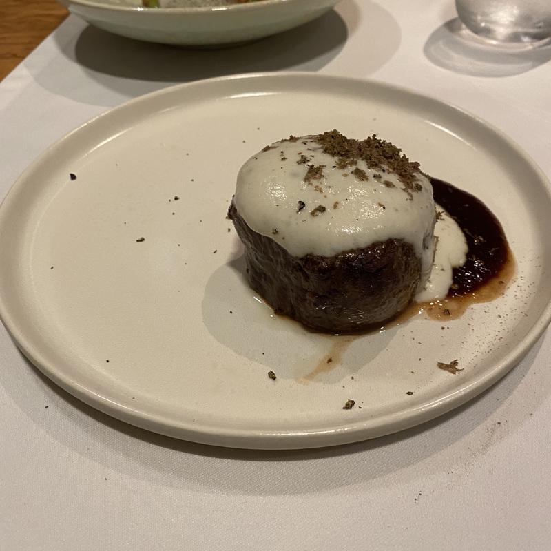 Филе миньон, топинамбур и черный трюфель  - в меню 2830 руб.