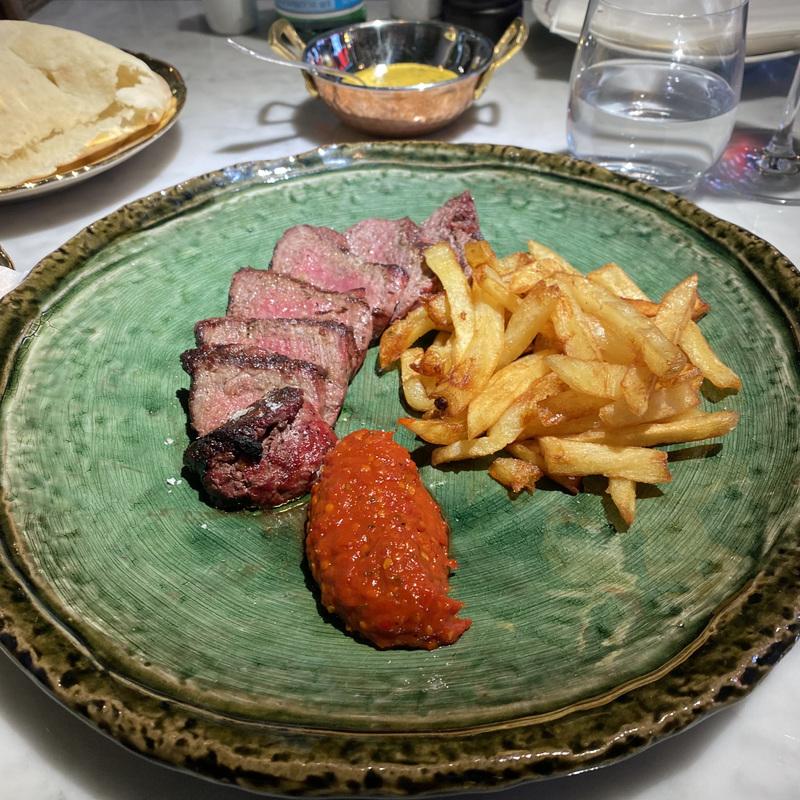 Тальята ди манзо на гриле с картошкой фри и соусом беарнез - в меню 1850 руб.
