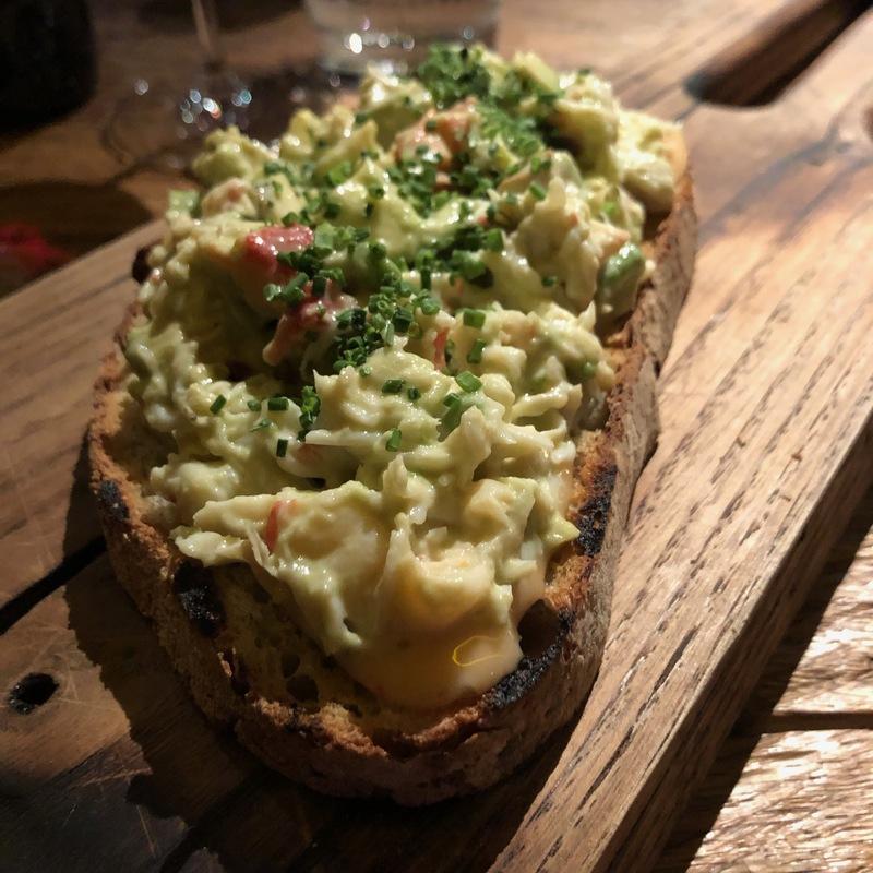 Бутер на нашем хлебе с крабом и авокадо